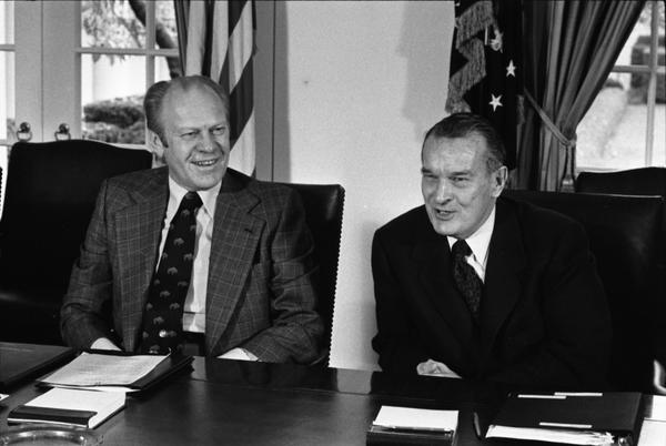 Meeting with Joint Chiefs of Staff and Secretary of Defense to Discuss the 1977 Budget of the US (5)